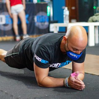 Plancha: ejercicio isométrico (estático) que nos ayuda a fortalecer el famoso core, una caja muscular que abarca desde el diafragma, pasando por el recto abdominal, los oblícuos y las transversos, hasta los glúteos, paravertebrales y la musculatura del suelo pélvico y la cadera. www.probox-santander.com  #fitness #gym #workout #fit #training #motivation #wod #fitnessmotivation #spain #lifestyle #bodybuilding #sport #fitgirls #madrid #health #instafit #crossfitlife #strong #love #running #healthy #fitfam #muscle #instagood #weightlifting #photooftheday #strength #healthylifestyle