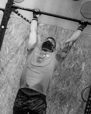 Kipping: El movimiento consiste en realizar una tracción de nuestro cuerpo hacia arriba, realizando una aducción y extensión de hombros junto a una flexión de codos, intentando llevar la barbilla por encima de la barra www.probox-santander.com  #fitness #gym #workout #fit #training #motivation #wod #fitnessmotivation #spain #lifestyle #bodybuilding #sport #fitgirls #madrid #health #instafit #crossfitlife #strong #love #running #healthy #fitfam #muscle #instagood #weightlifting #photooftheday #strength #healthylifestyle