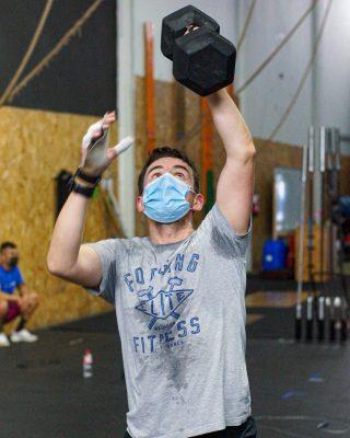 El dumbbell Snatch involucra diferentes grupos musculares y resulta un movimiento explosivo que permite ganar fuerza y potencia. Los principales músculos involucrados son los glúteos, isquiotibiales, cuádriceps, hombros, flexores de la cadera, lumbares y gemelos. www.probox-santander.com  #fitness #gym #workout #fit #training #motivation #wod #fitnessmotivation #spain #lifestyle #bodybuilding #sport #fitgirls #madrid #health #instafit #crossfitlife #strong #love #running #healthy #fitfam #muscle #instagood #weightlifting #photooftheday #strength #healthylifestyle