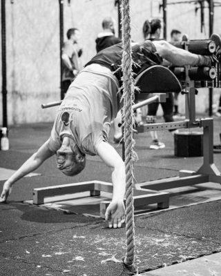 Trabajar el core, ese conjunto de músculos que nos ayudan a mantener nuestra espalda neutra en los ejercicios del box, tales como back squat, overhead, push ups... Con un core trabajado el riesgo de lesiones es menor.  www.probox-santander.com  #fitness #gym #workout #fit #training #motivation #wod #fitnessmotivation #spain #lifestyle #bodybuilding #sport #fitgirls #madrid #health #instafit #crossfitlife #strong #love #running #healthy #fitfam #muscle #instagood #weightlifting #photooftheday #strength #healthylifestyle